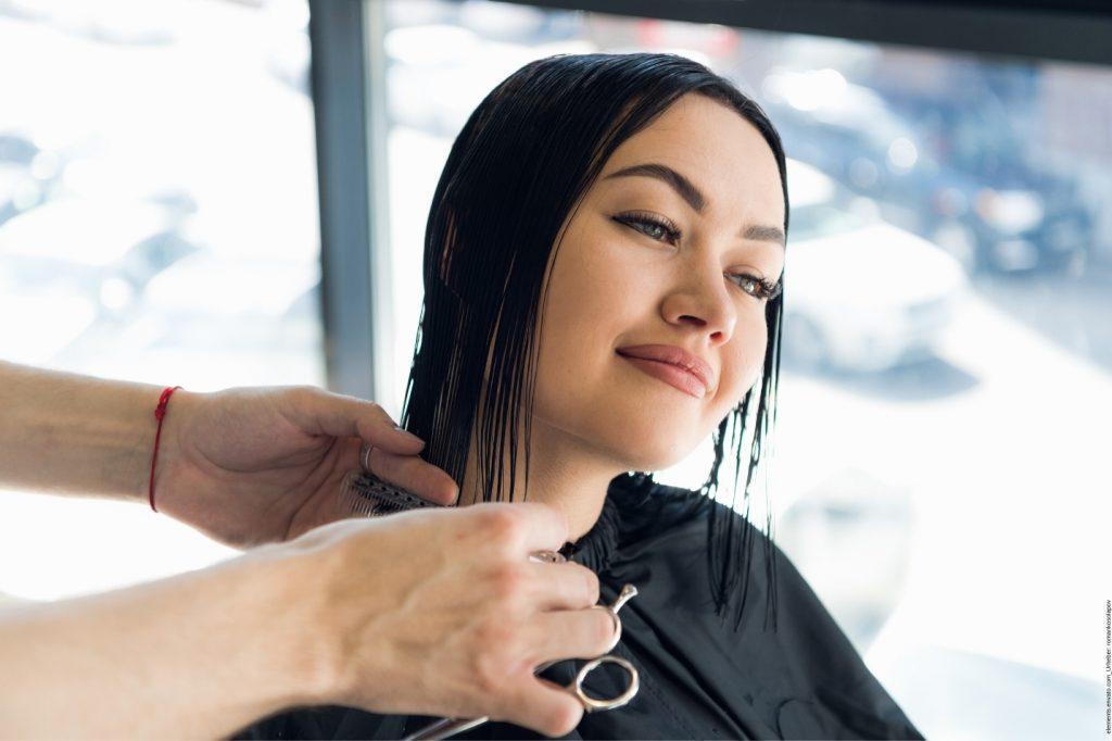 Haarschnitt lange Haare- So verändert ein Haarschnit Ihr Typ und deshalb sind lange Haare wieder im Trend.