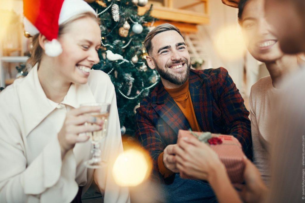 Warum es für Ihre Mitarbeiter entspannter ist die Weihnachtsfeier in den Januar zu verlegen.