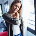 5 einfache HWS Übungen (Halswirbelsäulen-Übungen) für zu Hause